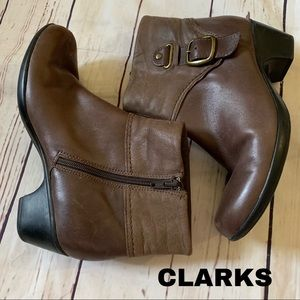 Clark's size 8 brown leather boots shoes